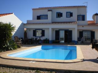 Sea Front. Detached villa, Pool, Surfers Paradise, Aljezur