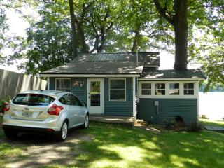 Beautiful lakeside setting! Rent by the week or month!, Plainwell