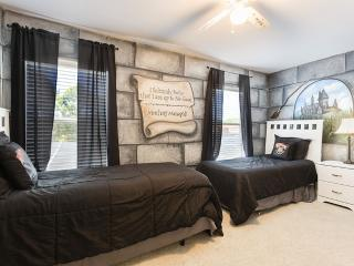Watersong Pool Villa / Sleeps 14 in Gated Resort, Davenport