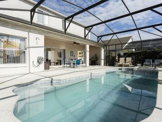 Cumbrian Lakes Villa / Gated / Sleeps 14, Kissimmee