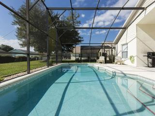 Oversized South facing Pool Sleep 8 minutes from WDW and Shopping. Free WIFI