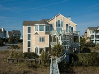 Ocean Front Beachhouse - Direct Access to the Beac, Emerald Isle