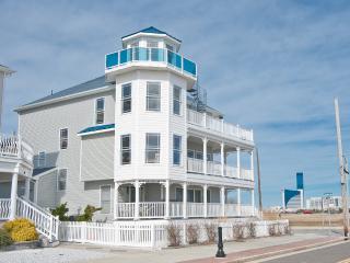 MANSION ON THE BEACH, 4 BR, 3.5 BA, Sleeps up to 19, 4th Floor Lighthouse, WOW!