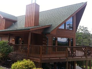 TippyTop Smoky Cabin Rental  6 Bedroom 4 Bath