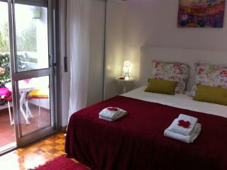 Summer Apartment with Balcony and car park, Cascais