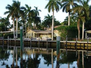 Waterfront, close to beach, heated pool, dock, Fort Lauderdale