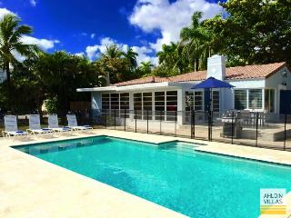 Waterfront Villa, close to beach, luxury pool, Fort Lauderdale