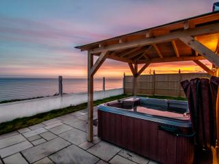 Seascape -  Sea views, Hot tub and Log burner, Birchington