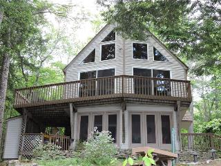 Winnipesaukee-Lovely home in pretty setting, Laconie