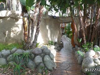TROPICAL OASIS Beautiful Courtyard AC Hot Tub, San Diego