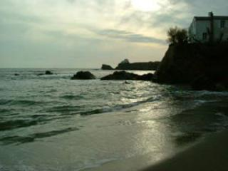 An evening stroll on the beach and then stop off for a drink or a meal in 1 of the many restaurants.