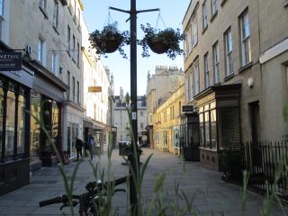 Bath City Centre, quiet apartment, sleeps 6