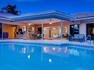 Beautiful *Jemma Beach House*-1 Block to the Beach, Boca Ratón