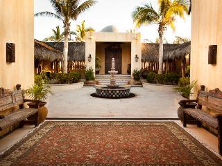 Casa Panga Beachfront House with Infinity Pool, San José Del Cabo
