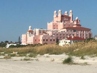 Perfect beach house near The Don, Saint Pete Beach