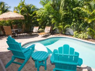 ONE BLOCK FROM THE BEACH 2 BED 2 BATH SLEEPS 6, Holmes Beach