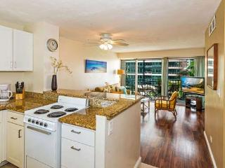 Stylish Waikiki Two Bedroom Condo, Great Location, Honolulu