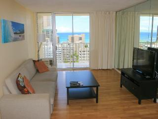 Highly Upgraded 2 Bedroom, Ocean View! Free Wifi, Honolulu