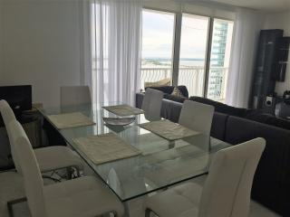 2/2 apt with amazing water view, Brickell