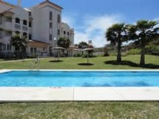 Luxury Ground Floor Apartment with Private Garden and Wifi FROM £45pn, La Cala de Mijas