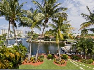 GORGEOUS 6 BEDROOM TROPICAL VILLA ON THE WATER!, Hallandale Beach