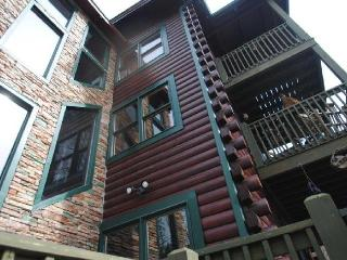 12 B/R 9 bath, private heated pool, near Dollywood, Sevierville