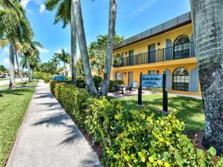 Le Monaco Condo in Olde Naples - Weekly Rental