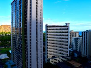 Ocean and city view condo in the Banyan., Honolulu