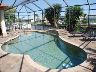 Ocean Drive-waterfront home walk to marina/shops, Cape Coral