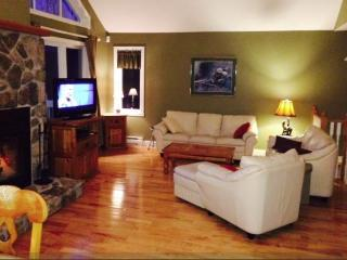 Luxury Tremblant Chalet - 5 Minutes to Hill, Mont-Tremblant National Park