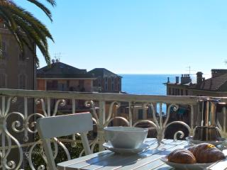 Zuni 2nd floor, period house with sea view, Rapallo