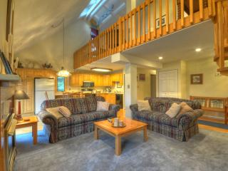 Spacious Condo with View, Book 4 Nights Get 1 Free, Steamboat Springs