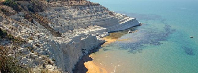 Spiaggia lato Scala dei Turchi (raggiungibile a piedi a 300m)