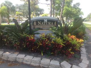 Immaculate, newly renovated, senior community, Deerfield Beach