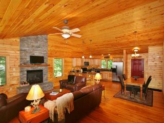 Comfortable 3BR Wintergreen House w/Wifi, Multiple Decks & Resort Shuttle