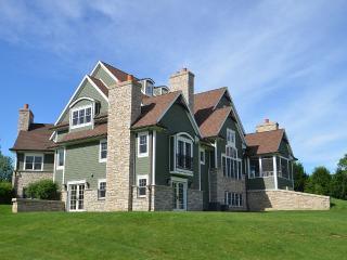 NEW-STUNNING ESTATE 4 REUNIONS, RETREATS, WEDDINGS, Lake Geneva