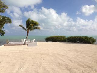 Private 2 Acre Oceanfront Estate W Oceanfront Pool, Islamorada