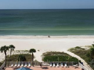 Remodeled Beachfront 3 Bedroom Penthouse, Redington Shores