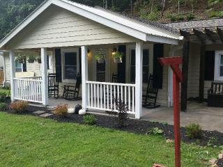 7 B/R chalet near Dollywood with heated pool