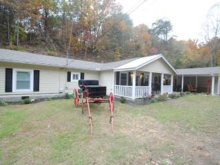 Next to Dollywood, 6 B/R private pool home theater, Sevierville
