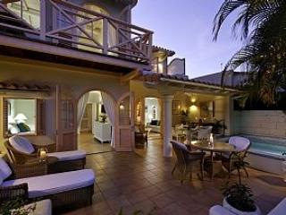 Luxurious Townhouse In Gated Resort With Pool