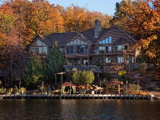 Lake Front Retreat and Resort, Bentonville