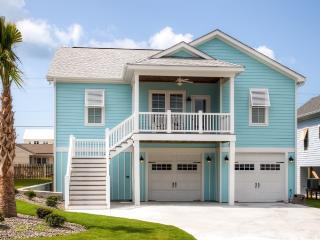 New Listing! Bright & Airy 4BR Atlantic Beach House w/Wifi, Gas Grill & Spectacular Ocean Views - Walk to the Beach! Easy Access to Shopping, Dining & Outdoor Activities
