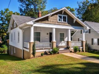 Beautiful & Private 2BR Winston-Salem Bungalow w/Wifi, Lovely Front Porch, Huge Back Deck & Secure Fenced Yard - Close to Old Salem, Downtown, Universities, Pilot Mountain, Wineries & Much More!, Winston Salem