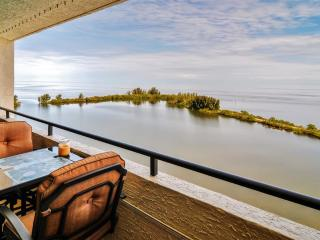 2BR Hudson Condo w/ Balcony & Splendid Gulf Views!