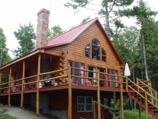 moosehead Lake shore log home w/ hot tub, Greenville