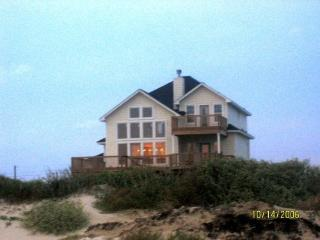 Custom beachfront home w/Private Walkway to Beach, Surfside Beach