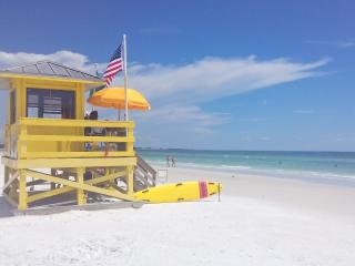 Sunny outlook vacation villa at Village Des Pins close to Siesta Key!!, Sarasota