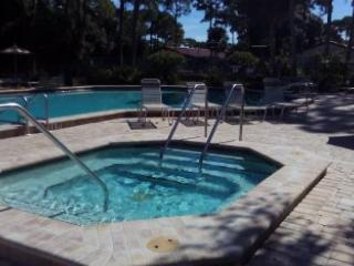Spacious 2 bed 2 bath villa at Village Des Pins community close to Siesta Key!!