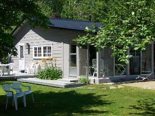 Absolutely Adorable Winnipesaukee Cottage for 5